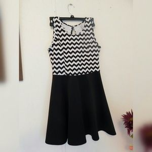 Dresses & Skirts - Women  black and white casual dress 👗